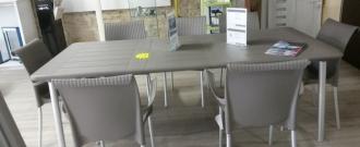 Table Maestrale / chaise Regina / fauteuil Dama