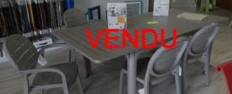 Table Alloro taupe / chaises Erika / fauteuils Palma